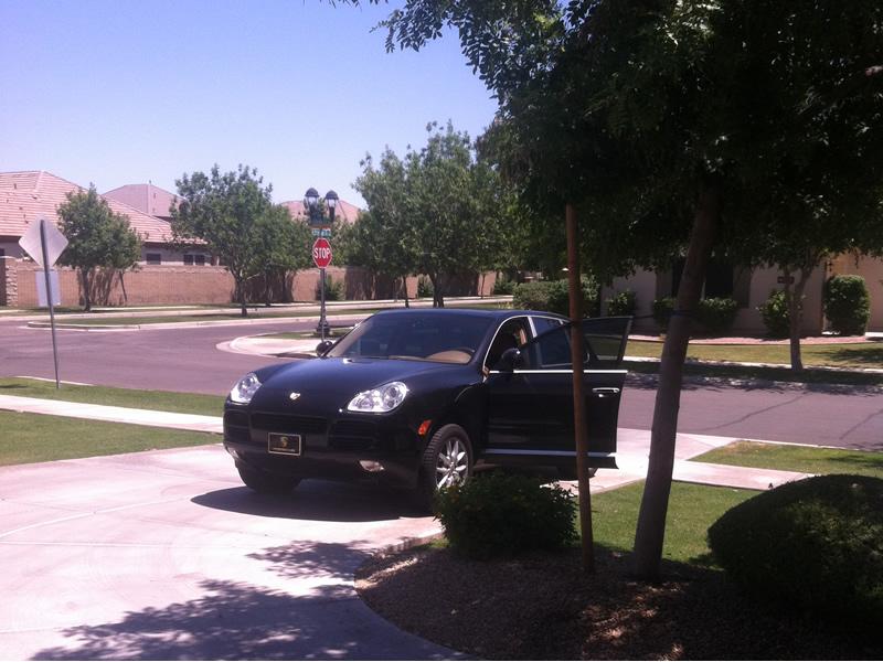 cayenne_black_driveway